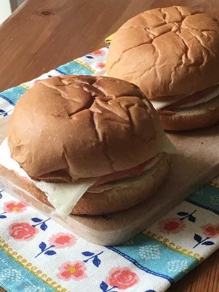 業務スーパーのバンズで作ったハンバーガー完成品