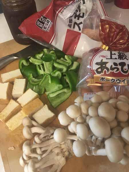 スモークチキンと厚揚げのソース炒めの材料