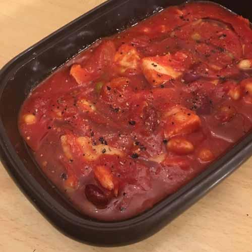 スモークチキンとミックスビーンズのトマト煮