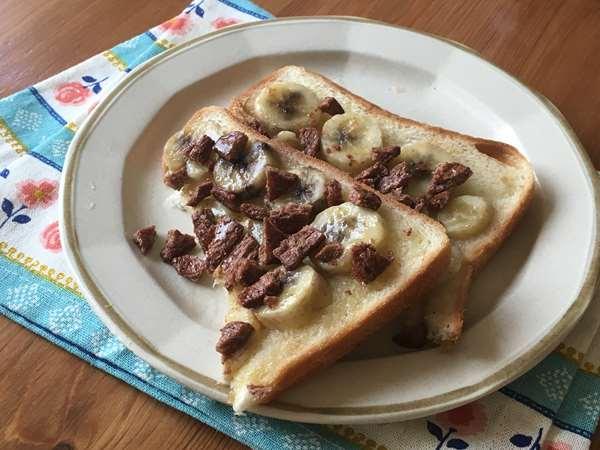 バナナと業務スーパーのシリアルで作ったトースト
