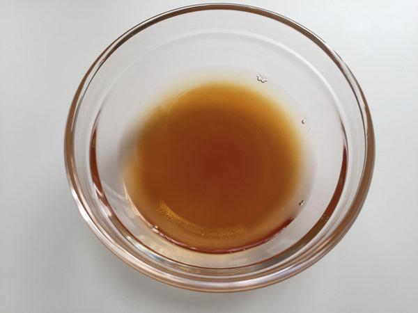 耐熱容器に入れた南蛮酢の材料