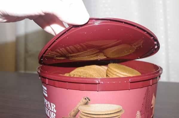 業務スーパーのジンジャークッキー缶の蓋