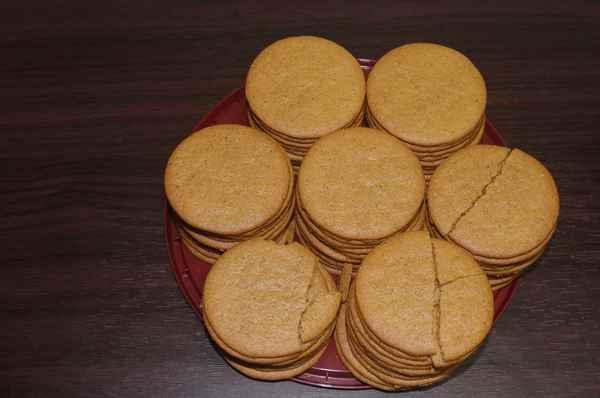 何枚か割れている業務スーパーのジンジャークッキー