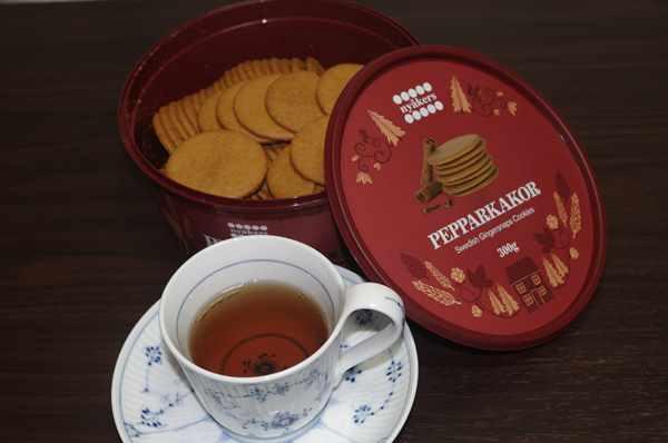 紅茶と一緒に味わった業務スーパーのジンジャークッキー