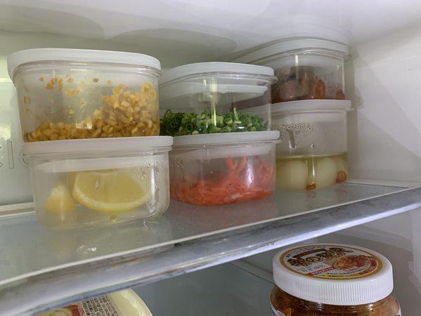 密封容器に入れた冷蔵庫内の業務スーパー梅干し