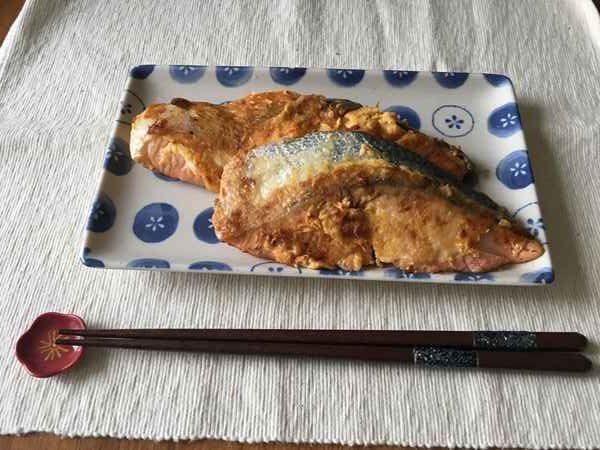 業務スーパー鰹節を使った鮭のピカタ