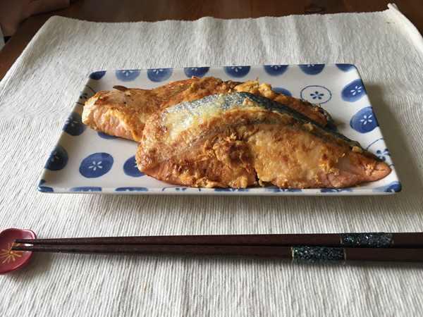 業務スーパーの鰹節を使った鮭ピカタ