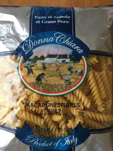 イタリアの小麦畑イラストがプリントされた業務スーパーのマカロニパッケージ
