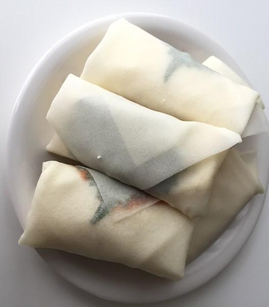 ポンデケージョ・大葉・明太子ソースを春巻きの皮で包んだもの