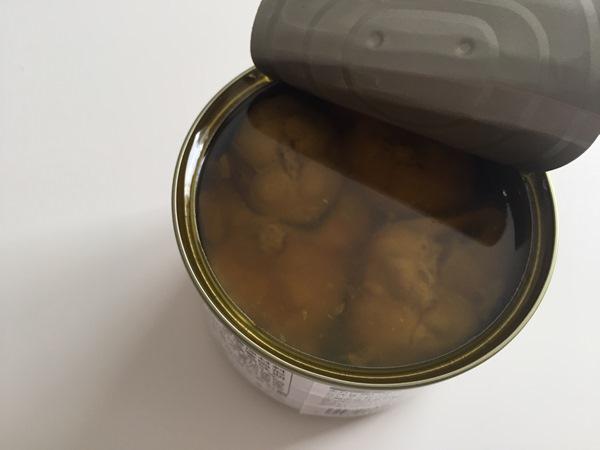 開缶した鯖のオリーブオイル漬け
