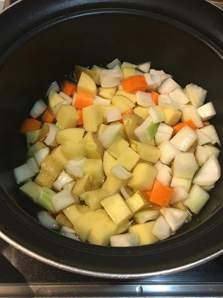 鍋に入れた野菜