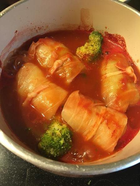 ブロッコリーを加えたロールキャベツのトマト煮