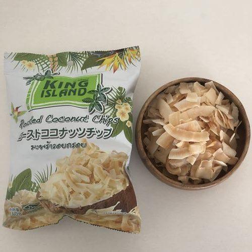 器に出した業務スーパーのココナッツチップスと未開封の袋
