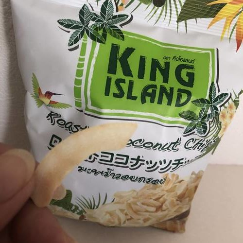 カーブしている業務スーパーのココナッツチップス
