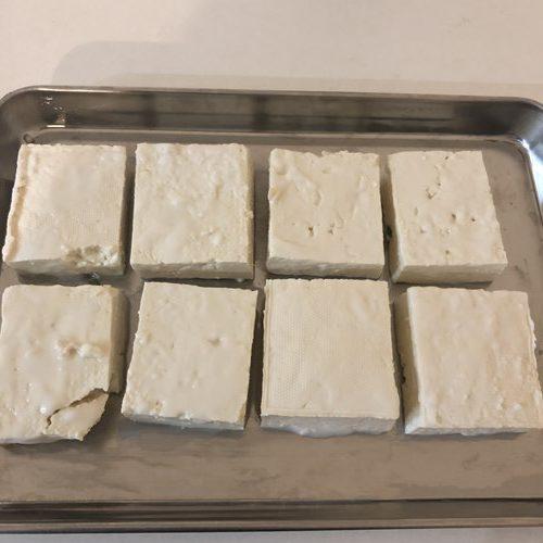 水切りして切り分けた豆腐