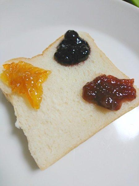 3種のジャムをのせた食パン