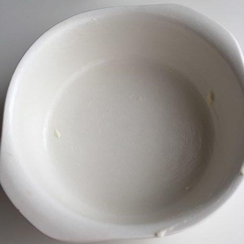 バターを塗ったグラタン皿