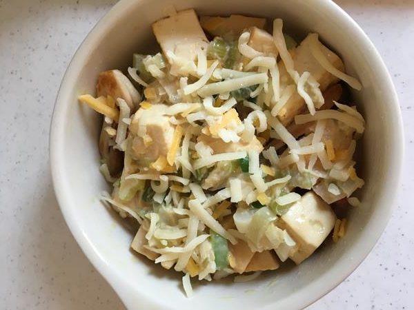 ネギ味噌だれをかけたベーコン・たけのこ・しめじ・豆腐に加えたチーズ