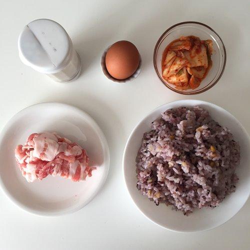 雑穀米で作る豚キムチチャーハンの材料