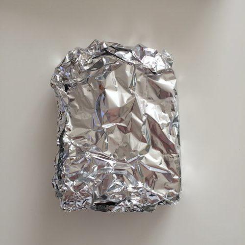 アルミホイルに包んだ業務スーパーのイギリスパン