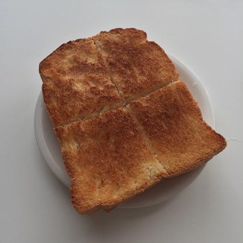 切れ目を入れて軽く焼いた業務スーパーのイギリスパン