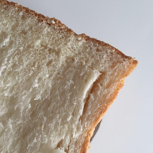 切り込みを入れた業務スーパーのイギリスパン