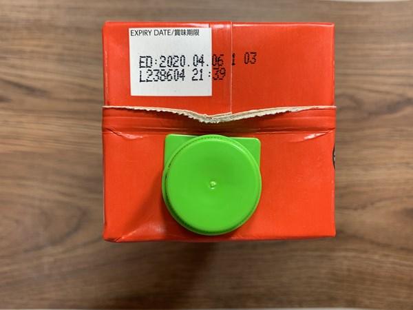 業務スーパーのトマトジュースパック上部にある賞味期限表示