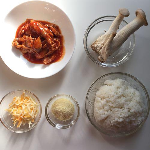 チキンのトマト煮入りチーズリゾットの材料