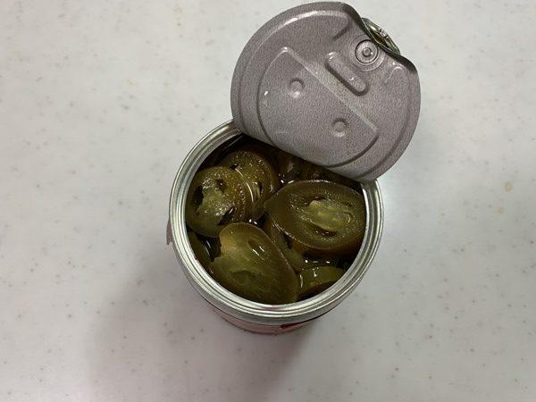 上から見た開缶した業務スーパーのハラペーニョ