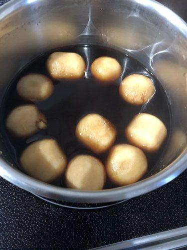 味を含ませている最中の里芋