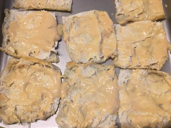 味噌・マヨネーズ・砂糖を混ぜたものを塗った油揚げ