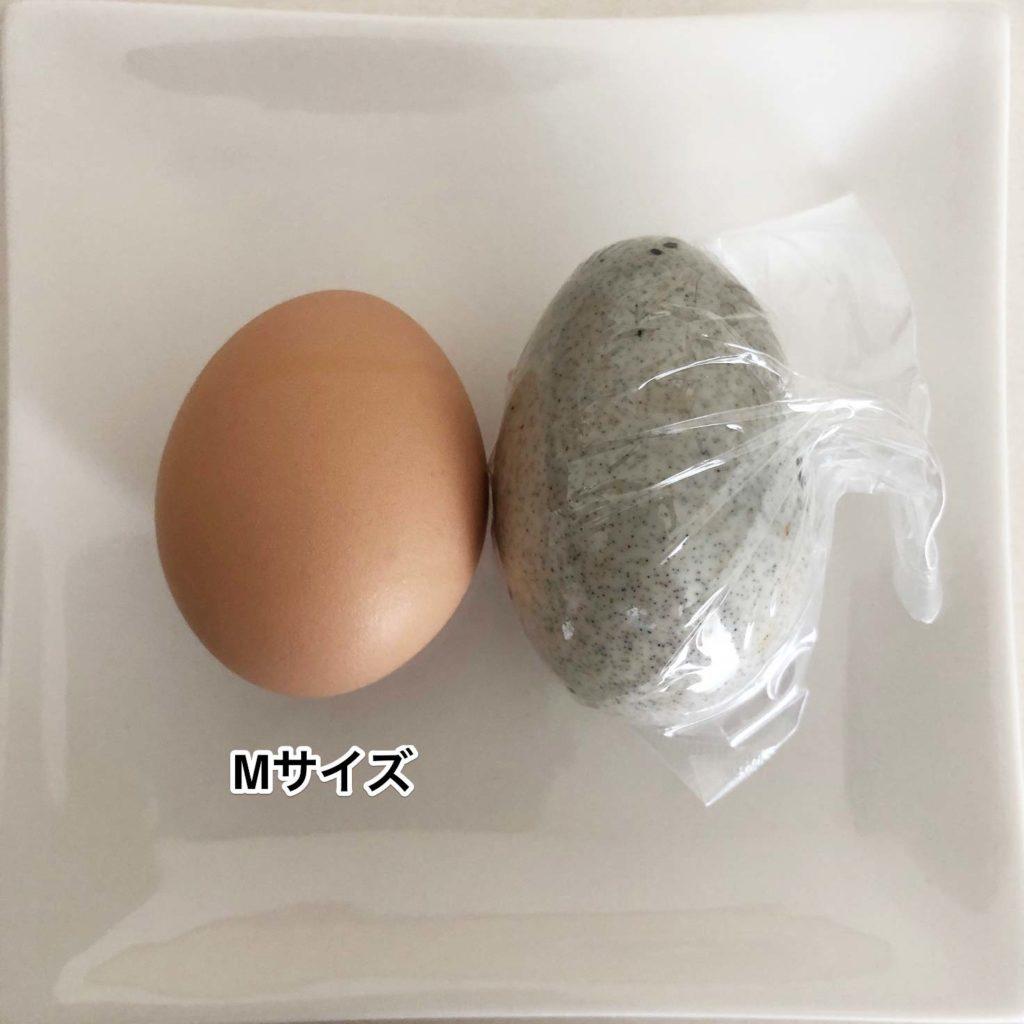 鶏卵Mサイズの卵と業務スーパーのピータンのサイズ比較