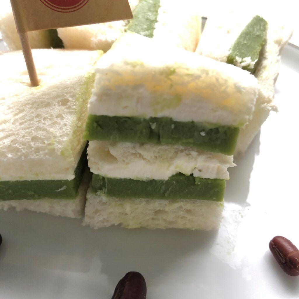 業務スーパーのリッチ抹茶ケーキで作ったサンドイッチの断面