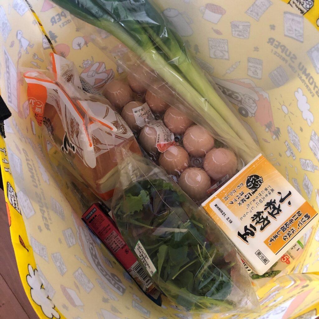 業務スーパーの黄色のエコバッグに業務スーパーで買った品物を沢山入れてみた