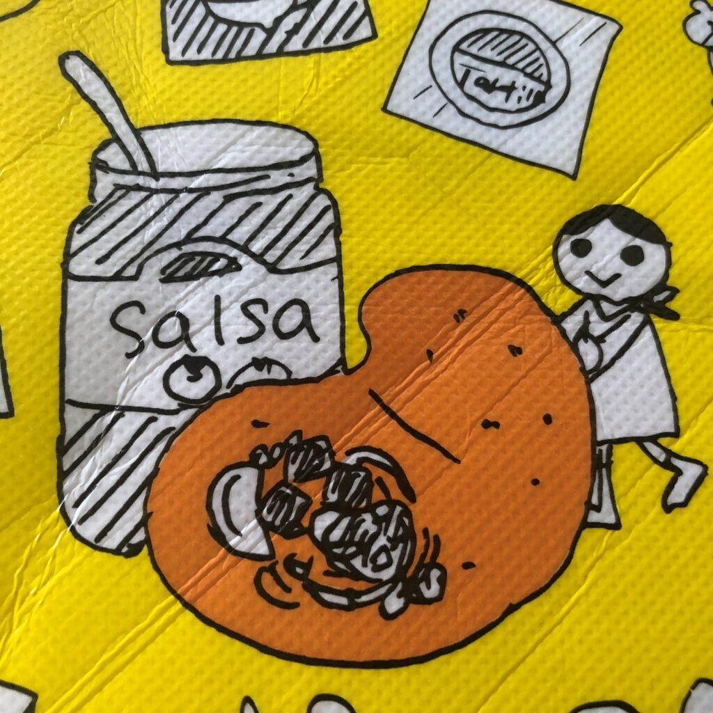業務スーパーの黄色のエコバッグに描かれてるサルサで巨大タコスを作ってるイラスト