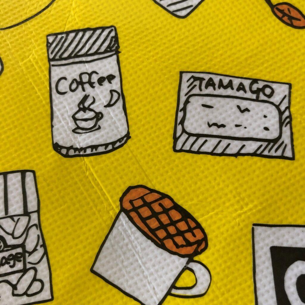 業務スーパーの黄色のエコバッグに描かれてるストロープワッフル・コヒー・だし巻き卵