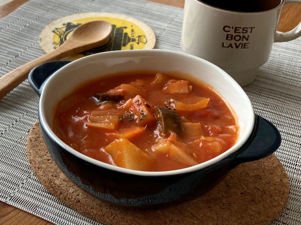 完成した業務スーパーのインスタントスープ・トムヤムで作ったトムヤム風味のミネストローネ