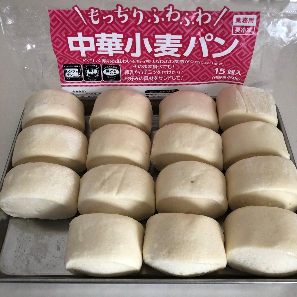 業務スーパーの中華小麦パンを袋から出して角バットに出したところ