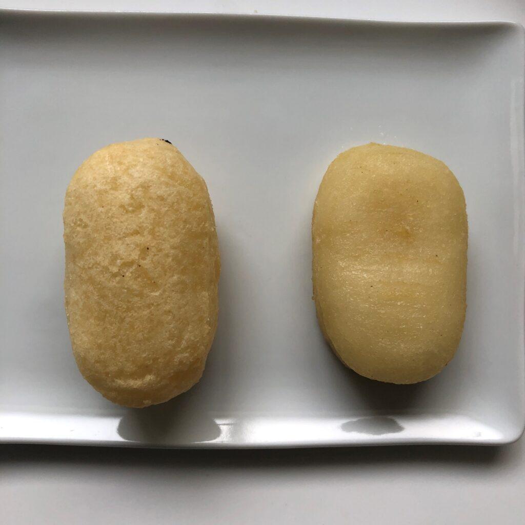 オーブントースター(左)と電子レンジ(右)で加熱した業務スーパーの揚げいももち
